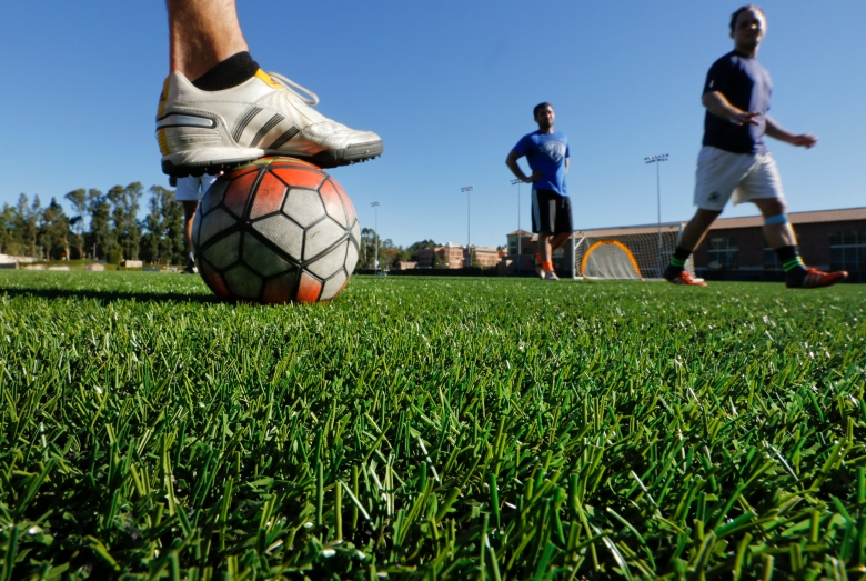 Are synthetic playing surfaces hazardous to athletesí health? The debate over ëcrumb rubberí and cancer
