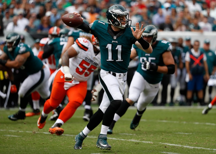 Carson Wentz debut a winner for Eagles over Browns